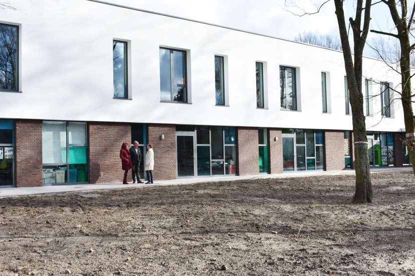 Kleuters GO! basisschool De Parel ontdekken nieuwbouw